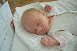 Emma Holbová (3150 g, 50 cm) sa narodila 8. mája Simone a Ľubošovi z Nemšovej.