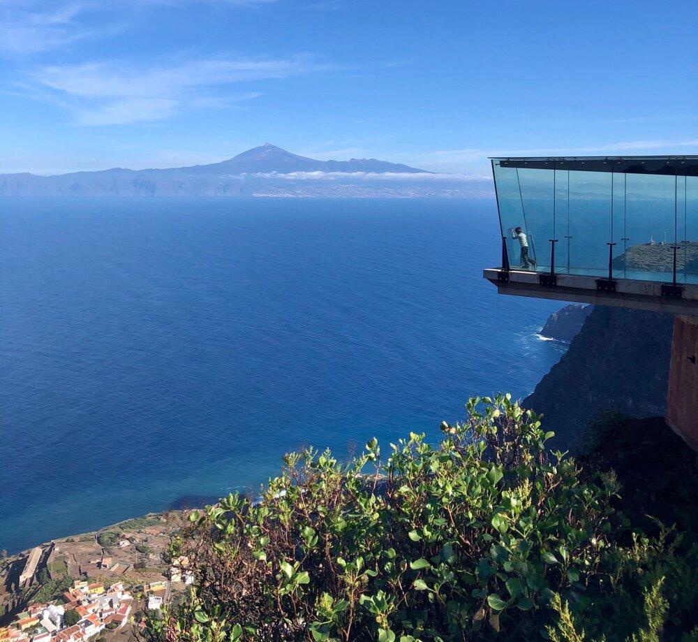 Pohľad na najvyšší vrch Španielska El Teide z Mirador de Abrante, La Gomera