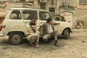 Ruth Wilson a Andrew Scott vo filme Oslo