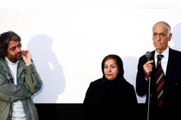 Režisér so svojimi rodičmi pri premietaní jeho filmu.
