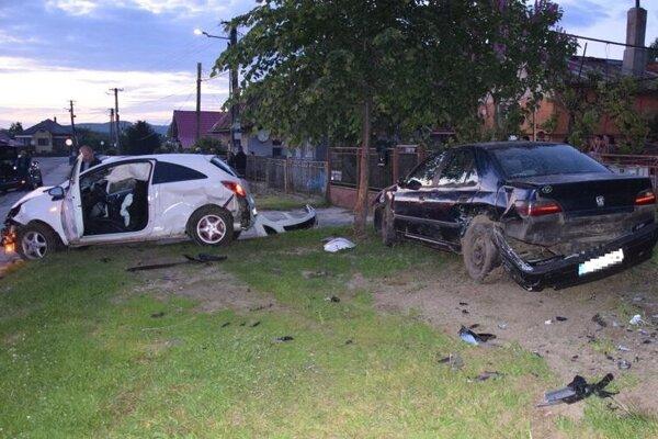 Po incidente ostali dve zničené autá.