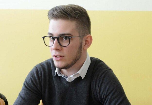 Najmladší košický poslanec Kristián Tomčo (Za ľudí) je členom predsedníctva mládežníckej organizácie strany.