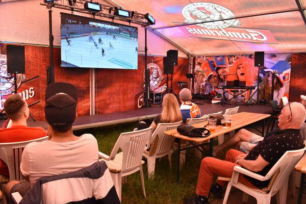 Atmosféru hokejových majstrovstiev bolo cítiť hlavne v neoficiálnej fanzóne v širšom centre Košíc.
