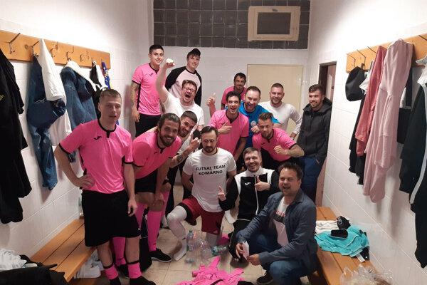 Futsalisti FT Komárno po poslednom zápase sezóny v šatni
