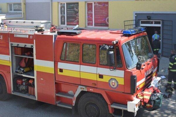 Zásah hasičov v objekte strelnice.