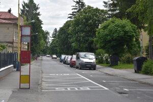 Jednosmerná ulica Tarasa Ševčenka a nové uličné státie.