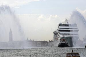 Výletná loď MSC Orchestra priplávala do Benátok bez pasažierov z gréckeho prístavu Pireus.