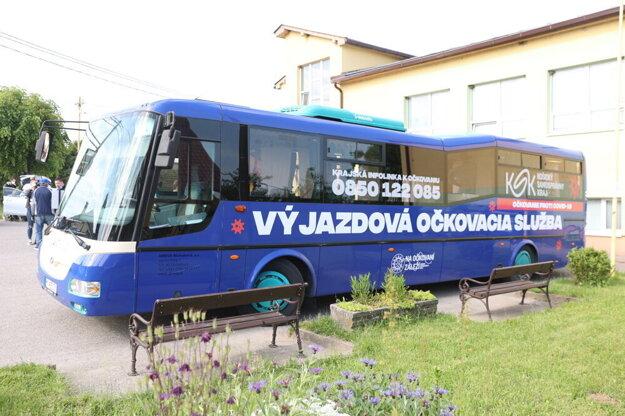Očkovací autobus Košickej župy vyrazil do terénu.