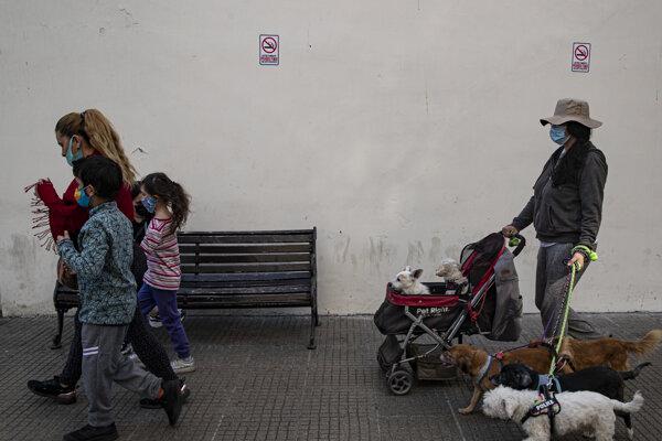 Obyvatelia čilského Santiaga.