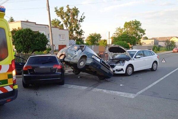 Nehoda sa stala vo štvrtok večer.