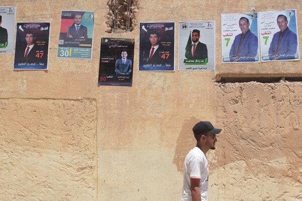 Alžírske ulice deň pred voľbami.