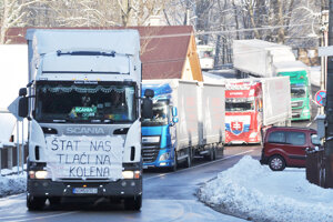 Oravskí autodopravcovia žiadajú otvorenie cesty z Oravy na Kysuce aj pre autá nad 12 metrov.