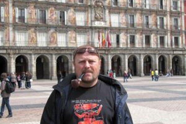 Drahomír Daloš na Plaza de Major v Madride.