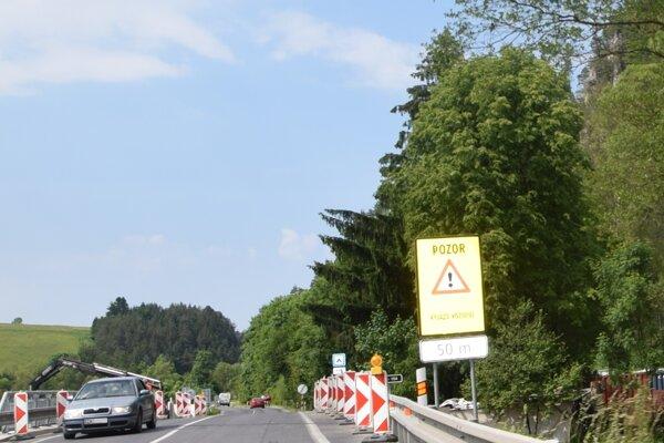 Aktuálne stavebné práce na moste v Poluvsí obmedzili dopravu.