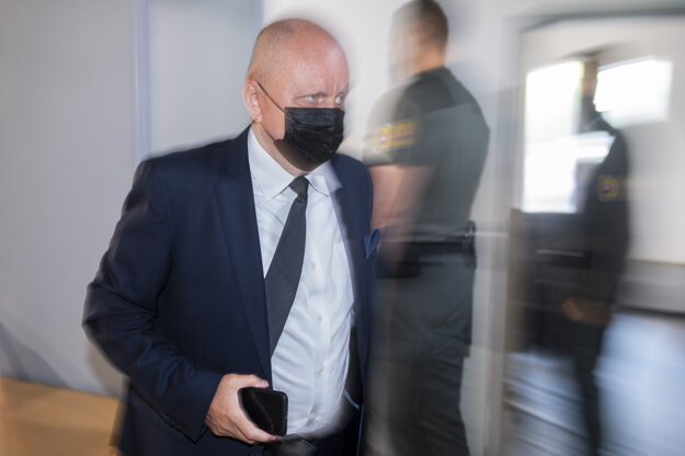 Právny zástupca poškodenej Zlatice Kušnírovej Roman Kvasnica prichádza na verejné zasadnutie na Najvyššom súde.
