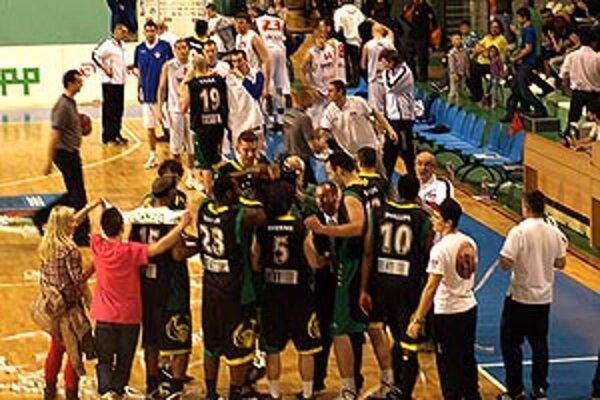Po víťazstve 87:74 sa tešili hráči Prievidze. Sériu vyhrali 3:1 na zápasy.