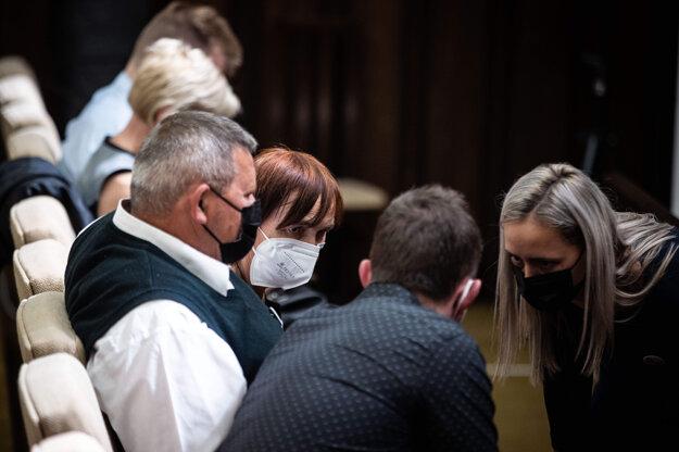 Rodina Kuciakovcov v pojednávacej miestnosti Najvyššieho súdu.