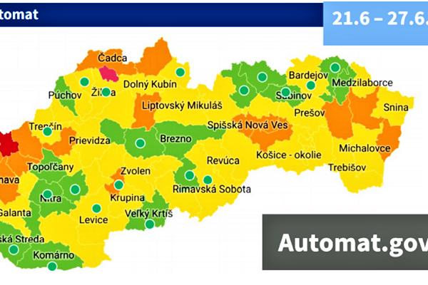 Pandemická situácia na Slovensku sa stále zlepšuje, hoci sa pozitívny trend spomalil.