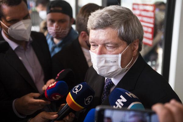 Peter Paluda odpovedá na otázky novinárov po pojednávaní v kauze Kuciak na Najvyššom súde.