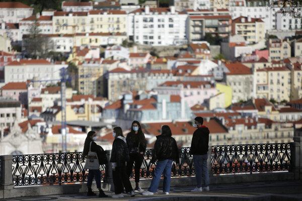 Cestovanie z a do Lisabonu bude cez víkendy zakázané