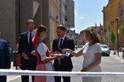 Zľava predseda PSK Milan Majerský (KDH), premiér Eduard Heger (OĽaNO) a primátorka mesta Prešov Andrea Turčanová (KDH).