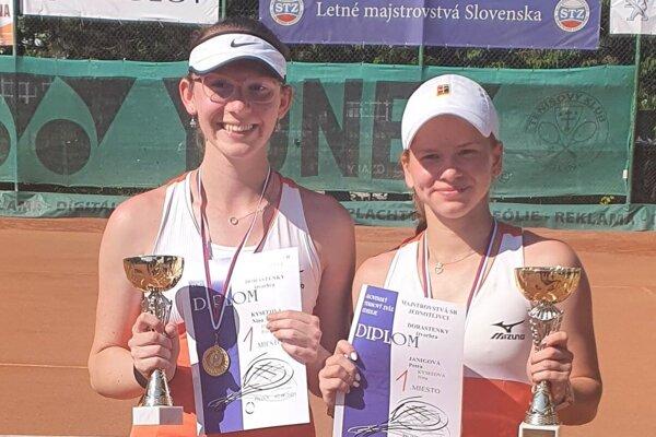 Nina Kyseľová (vľavo).