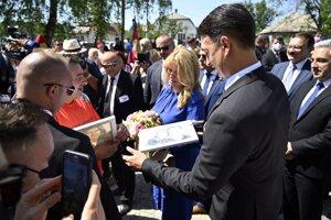 Prezidentka Zuzana Čaputová a jej partner Juraj Rizman počas slávnostného otvorenia zrekonštruovaného kaštieľa v obci Borša v okrese Trebišov.