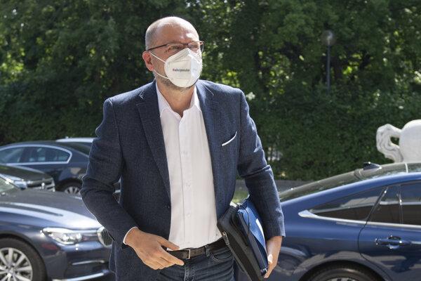 Minister hospodárstva Richard Sulík prichádza na rokovanie vlády.