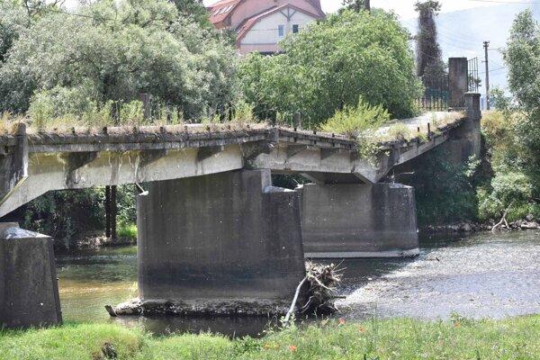 Most čaká na zbúranie. Roky sa peniaze nenašli.