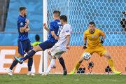 Pablo Sarabia strieľa tretí gól Španielska v zápase proti Slovensku.