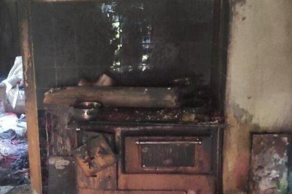 Dom po požiari.