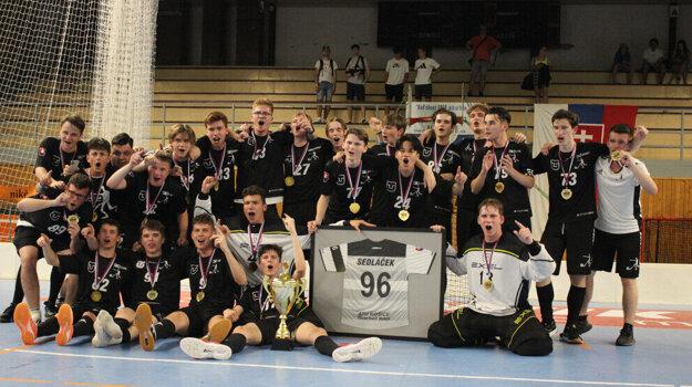 Víťazi juniorskej extraligy florbalistov ATU Košice.