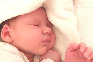 Mia Dudášová (3500 g a 50 cm) sa narodila 18. mája o 2.45 hodine oteckovi Ľudovítovi a mamke Viktórii zo Šiah. Doma sa na ňu tešila sestrička Zoé.