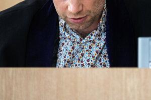 Branislav Harabin počas piatkového pojednávania. So zverejnením fotografie tváre nesúhlasil.