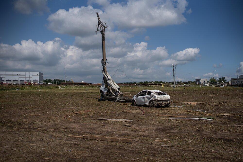 Česko zasiahlo tornádo, pri ktorom zahynulo niekoľko ľudí a spôsobilo veľké škody.