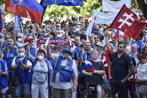 Verejné protestné zhromaždenie Odborového zväzu KOVO z júna tohto roku.
