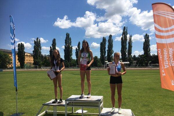 Na najvyššom stupienku pre víťazov dvojnásobná majsterka Slovenska Rebeka Žibritová