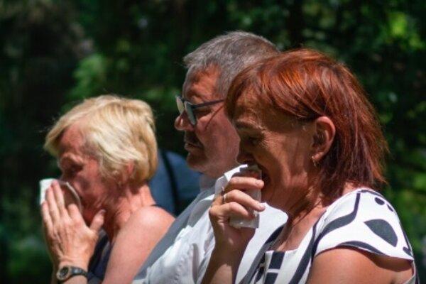 Rodičia Jána Kuciaka a Martiny Kušnírovej sa neubránili slzám.