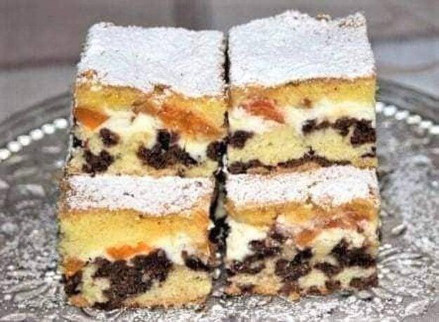 Strakatý koláč s tvarohom a marhuľami