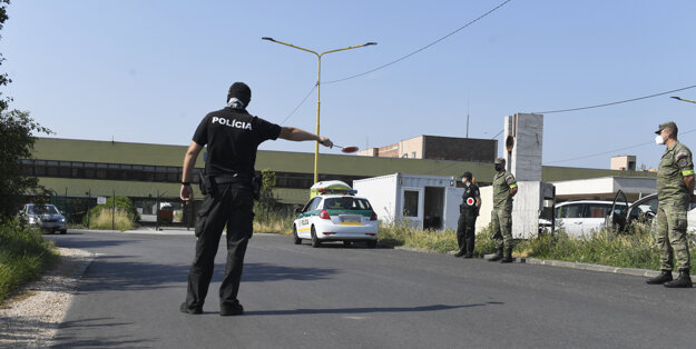 Takto vyzerali v utorok policajné kontroly na hraničnom priechode s Maďarskom v Milhosti.