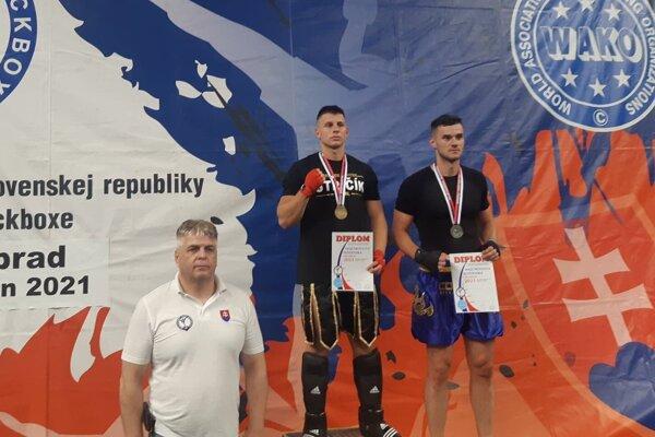 Michal Stričík (vľavo) si vybojoval titul Majstra Slovenska v disciplíne light contect seniorov - 94 kg.