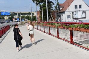 Most na Levočskej v Prešove zdobia kvetináče.