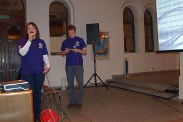 Stanislav  Morávek a Michaela Prekopová z Effety predstavili slovník, určený nepočujúcim VŠ a SŠ študentom.