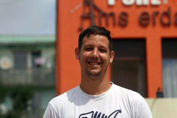 Trénoval s áčkom Dunajskej Stredy, hral druhú ligu za Zvolen, teraz je celebritou v oblastnom futbale. Adrián Grebáč, strelec 146 gólov v posledných siedmich sezónach, v rozhovore povedal všetko.