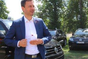 Predseda vlády SR Eduard Heger počas Dňa otvorených dverí Vojenského športového centra Dukla Banská Bystrica.
