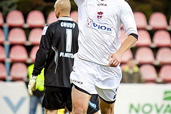 Milan Pavlovič otváral skóre z penalty.