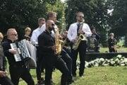 Posledná rozlúčka s muzikantom Ľubošom Didikom bola aj so spevom a muzikou.