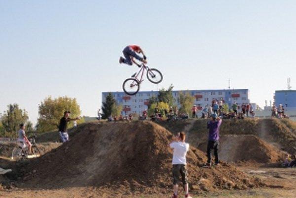 Do bikeparku vo Vrábľoch prišlo pätnásť jazdcov z rôznych kútov Slovenska.