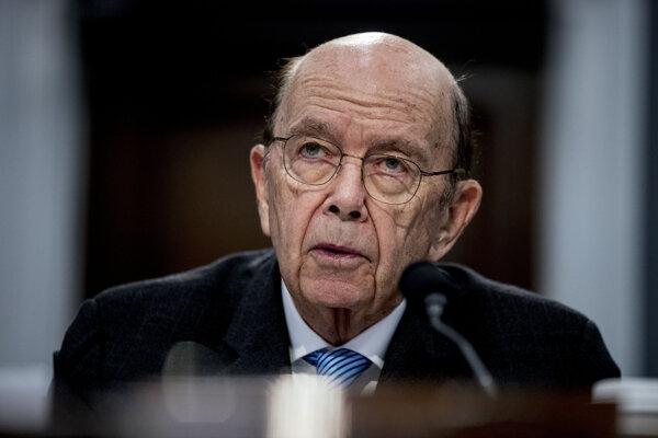 Čína namierila svoje sankcie aj na bývalého amerického ministra obchodu Wilbura Rossa.