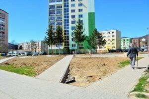Vnútroblok na Hlinkovej ulici si prvou etapou revitalizácie prešiel na jar 2019.